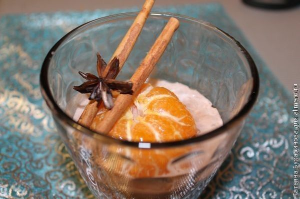Мандарины с мороженым в пряном сиропе
