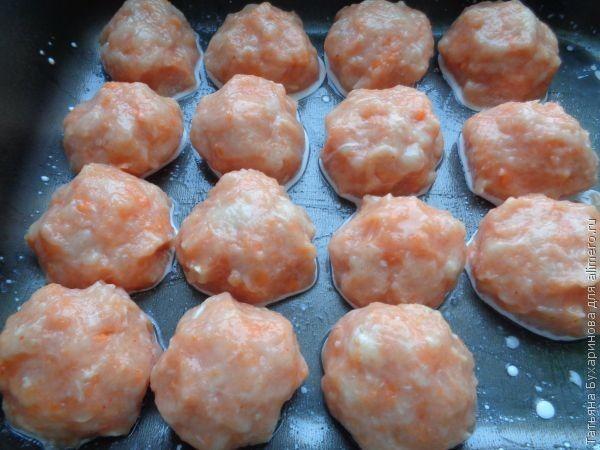 Морковно-куриные шарики в соусе