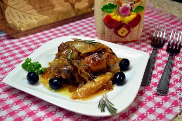 Курица с грушами в луково-медовом соусе