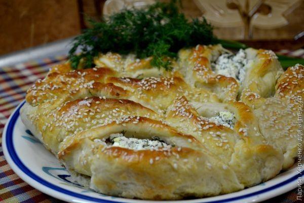 Дрожжевой пирог с брынзой и зеленью