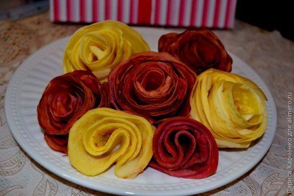 Розы из блинов