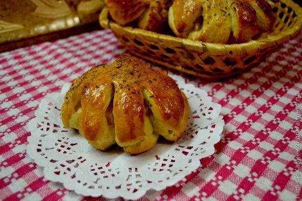рецепт булочек с колбасой