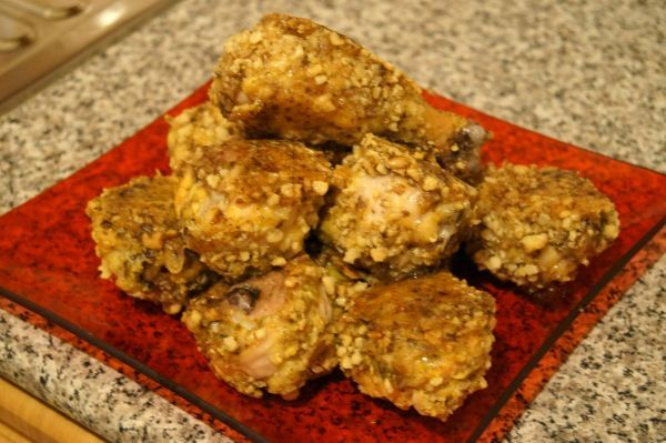 Запеченные куриные ножки в грецких орехах