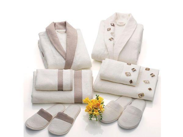 Хорошим подарком станет набор полотенец и махровый халат. Каждая женщина будет рада такому!