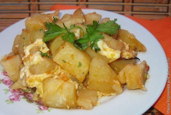 Картошка запеченная с яйцом