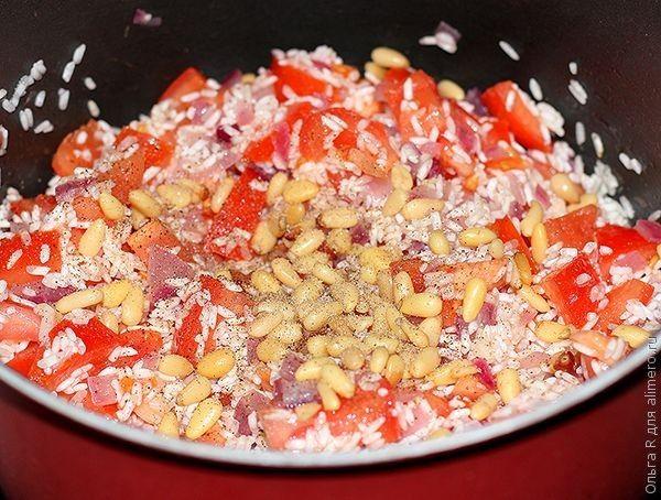 Кальмары с рисом, томатами и кедровыми орешками