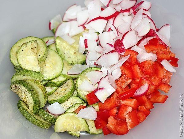Салат из кабачков, болгарского перца и редиски