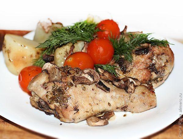 Курица и картошка запеченные с грибами и орегано