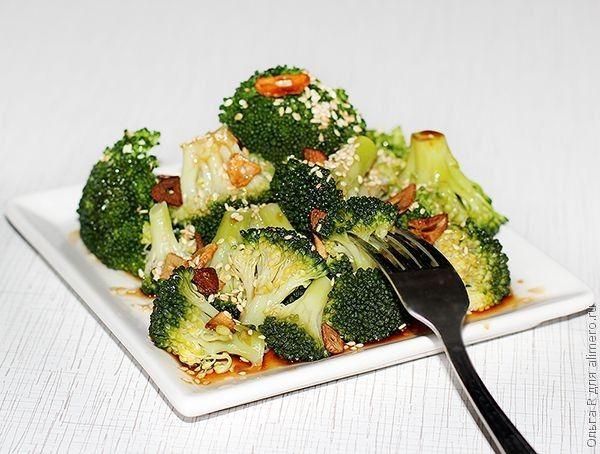 Теплый салат из брокколи