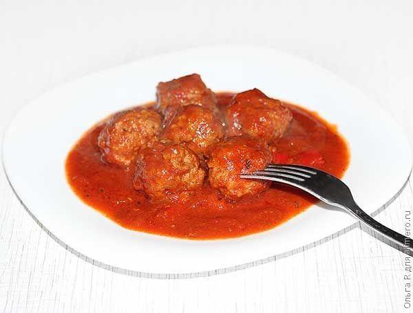 Мясные шарики из говядины и индейки в томатном соусе