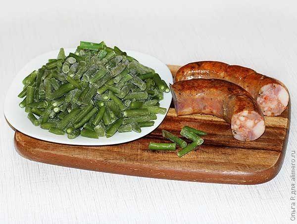 Пряные колбаски и стручковая фасоль
