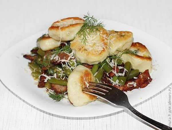 Картофельные ньокки с пряными колбасками и стручковой фасолью