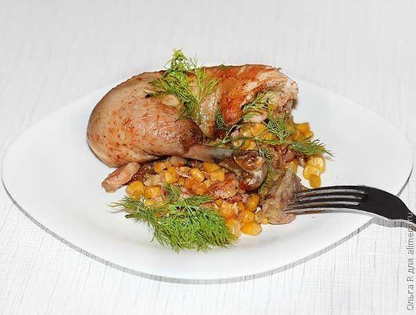 Курица с кукурузой и колбасой в духовке