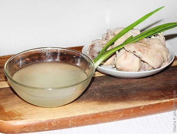 Насыщенный куриный бульон в азиатском стиле