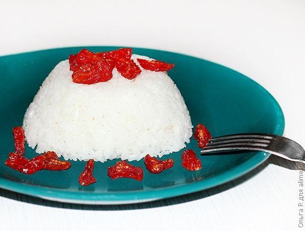 Кокосовый рис с вяленными помидорками черри