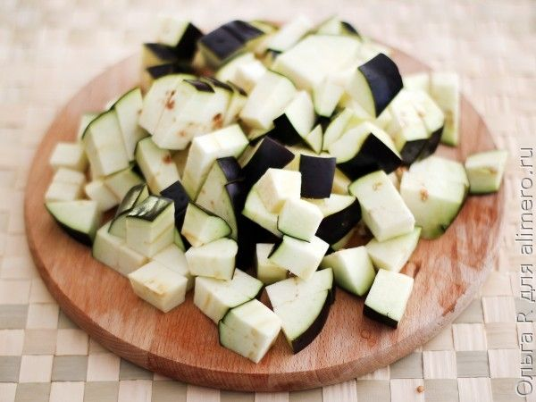 Тушеные баклажаны в соусе