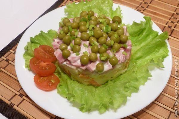 Салат из ветчины и кислых яблок
