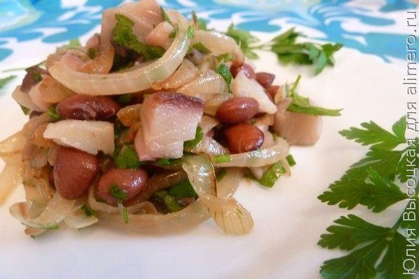 Салат с фасолью и скумбрией