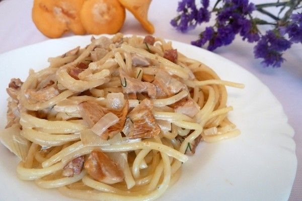 Спагетти с лисичками в сливочном соусе