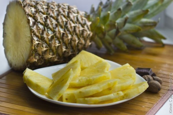 жареный ананас с мороженым