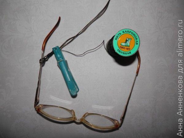 Держатель для очков из испорченных наушников