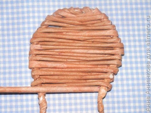 Обезьяна (символ 2016 года) из газетных трубочек