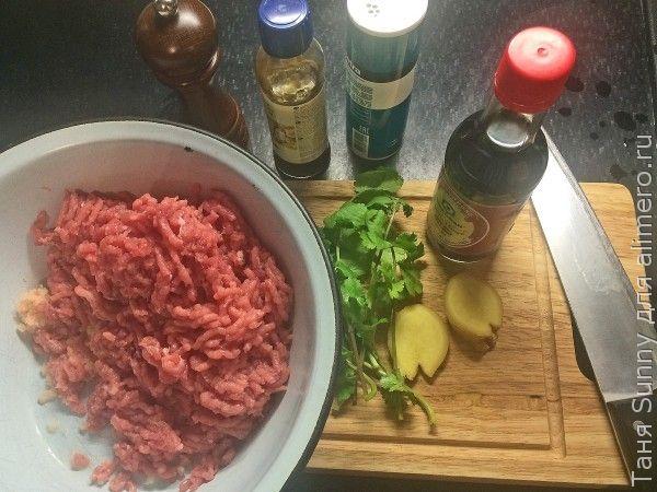 Азиатский бульон с тефтелями из свинины и креветок