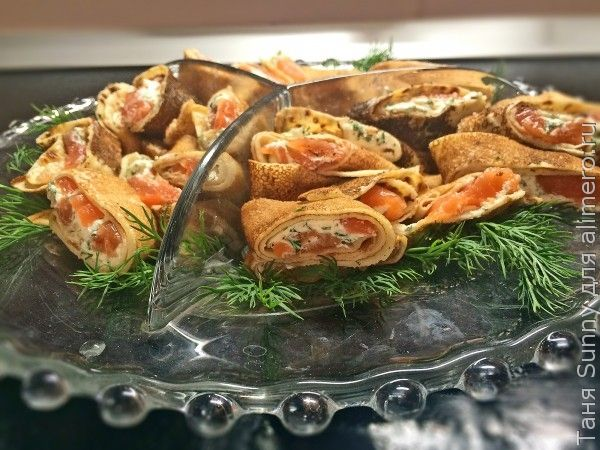 рулетики из лосося со сливочным сыром