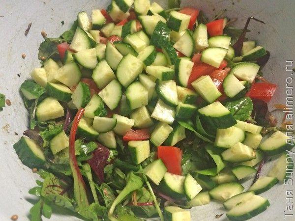 Салат на обед с перепелиным яйцом