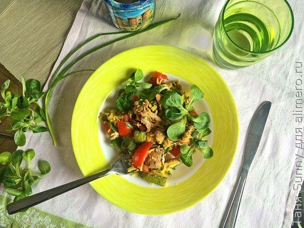 Салат из вчерашней курицы с рисом