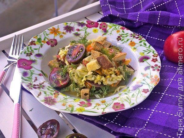 Салат из молодой капусты с помидорами
