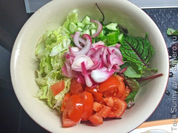 Зелёный салат с курицей