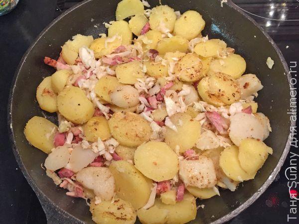 Фриттата с картошкой и копченой грудинкой