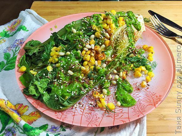 Салат на обед с соусом из авокадо