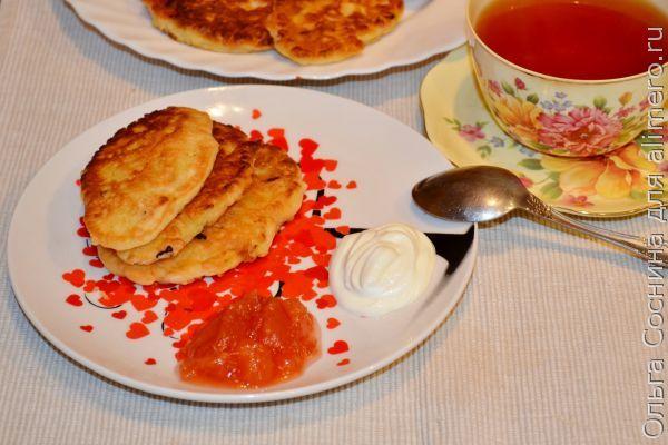 Сладкие оладьи из кабачка с изюмом