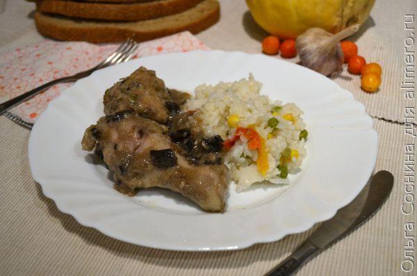 Курица в соусе из грибов и сметаны