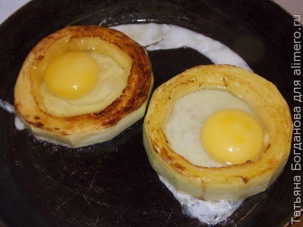 Яичница в кабачке