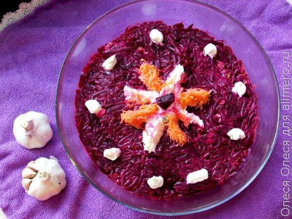 Салат со свеклой, морковью и сыром «Три в одном»