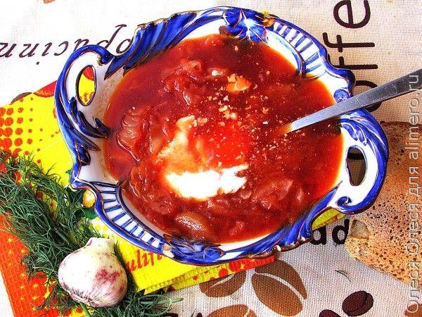 Красный борщ с двумя видами мяса и молодыми овощами
