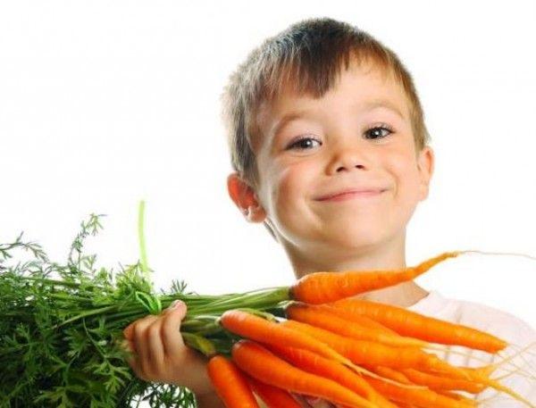 5. Морковь. Особенно если привычную морковку облачить в необычную форму, например, морковные палочки, как в макдональдсе, или морковные звездочки, то вопросов такой перекус у ребенка не вызовет. Кстати, для младших школьников морковка особенно полезна.