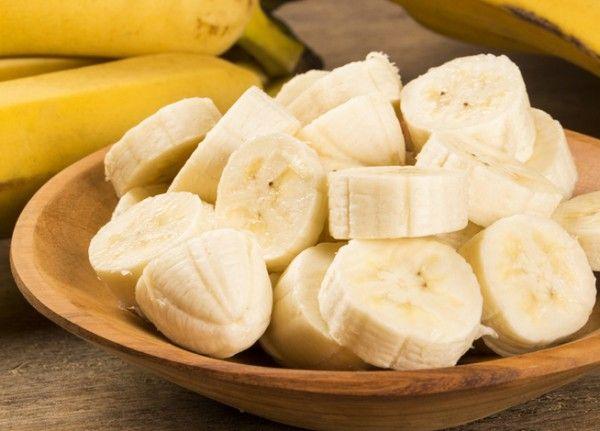 3.Бананы. Если вернуться собственно к фруктам, то банан прекрасно подойдет в качестве перекуса –  во-первых, он питательный, ребенок долго не проголодается, а во-вторых, содержит калий, который опять же способствует мозговой активности.