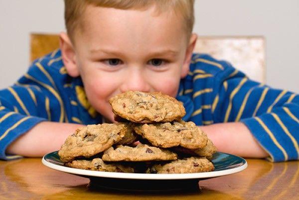 10. Цельнозерновое печенье. Оно содержит  сложные углеводы, которые позволяют запастись необходимой энергией и избавиться от чувства голода надолго.