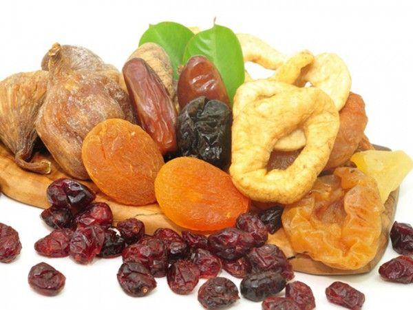 2.Сухофрукты. Это и природная сладость, а сладости хороши опять же для мозга, и концентрат полезных веществ, содержащихся в их незасушенных аналогах.