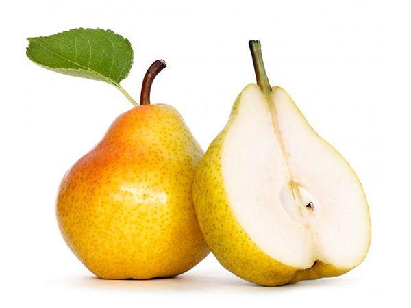 Груша. Мякоть груши легче переносится организмом, чем мякоть яблок, а калорий в ней меньше.