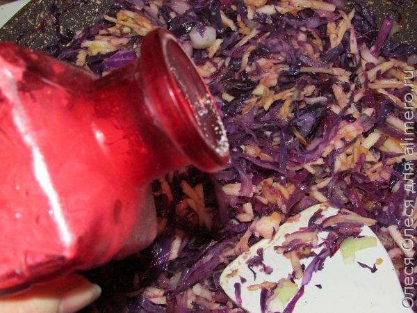 тушеная красная капуста