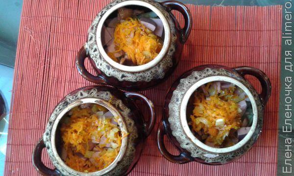 Рецепт Картошки с сардельками по-деревенски в горшочках