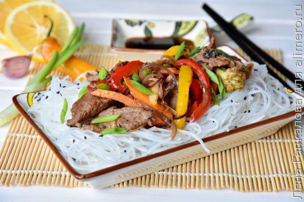 Фунчоза с говядиной и овощами в азиатском стиле