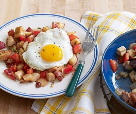https://www.countryliving.com/food-drinks/recipes/a3717/turkey-hash-sunny-side-up-eggs-recipe-clx1111/